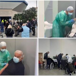 Vaccine day over 80 e ultravulnerabili a Varazze: via alle 400 somministrazioni nel Palasport (FOTO e VIDEO)