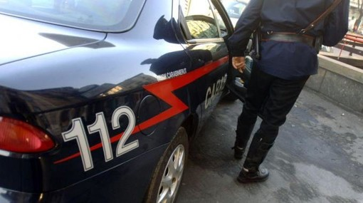 Albisola, i carabinieri lo sorprendono con borsoni di merce contraffatta: arrestato