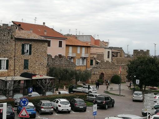 Villanova d'Albenga: meta sempre più scelta da famiglie giovani per vacanza ma anche per residenza