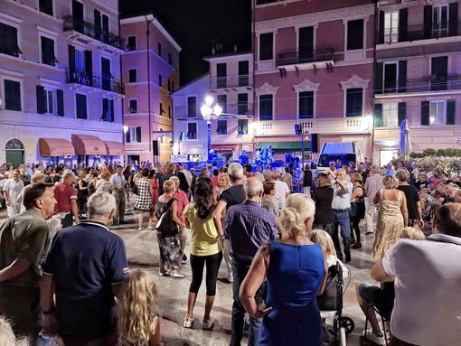 L'Orchestra Antonella Marchetti inaugura i martedì sera danzanti di Varazze
