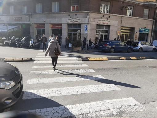 Investimento pedonale in Corso Italia a Savona, un'anziana in codice giallo al San Paolo