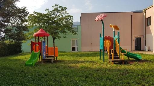 Toirano, installato nel giardino della scuola dell'infanzia un nuovo gioco in legno per i bimbi più piccoli