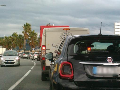 Incendio sulla A10: Aurelia bloccata tra Loano e Spotorno