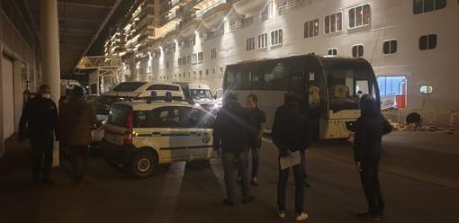 Costa Luminosa a Savona, sbarcati i 49 membri dell'equipaggio positivi al Coronavirus