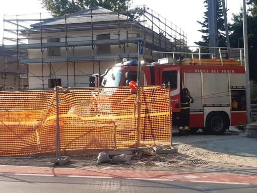 Albisola, fiamme in un cantiere edile: intervento dei vigili del fuoco (FOTO)