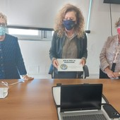 Savona, donato un kit alla Polizia per videoregistrare le denunce delle donne vittime di violenza (FOTO e VIDEO)
