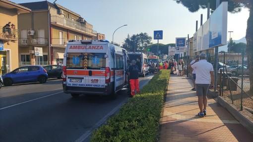 Scontro moto-scooter lungo la via Aurelia a Loano: tre feriti al Santa Corona (FOTO)
