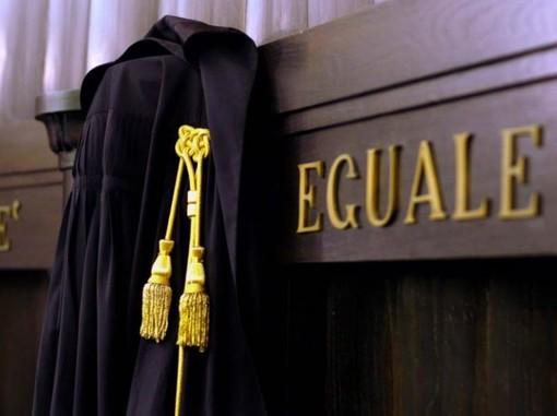 """""""Giustizia divina"""": il libro-inchiesta portato in Procura dalla Rete L'Abuso"""