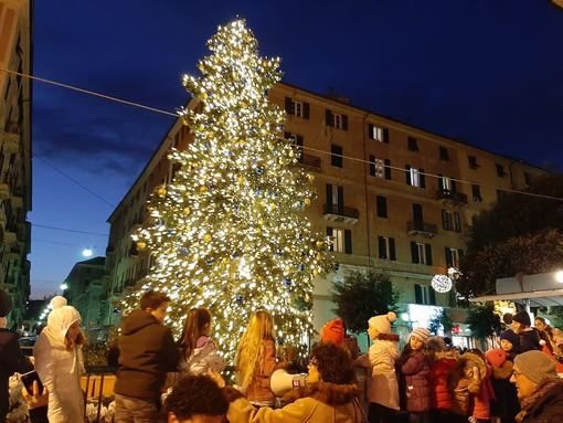 Savona, il Natale si accende in piazza Sisto ma senza countdown