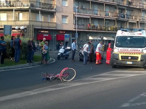 Donna in bicicletta investita da un'auto a Vadino d'Albenga