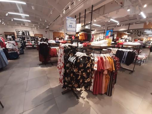 Abiti, t-shirt e pantaloni: grandi offerte da Terranova al Molo 8.44