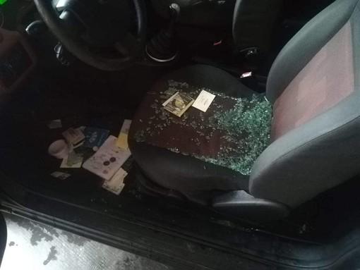 Albisola, raid vandalico a Luceto: 7 auto danneggiate (FOTO)