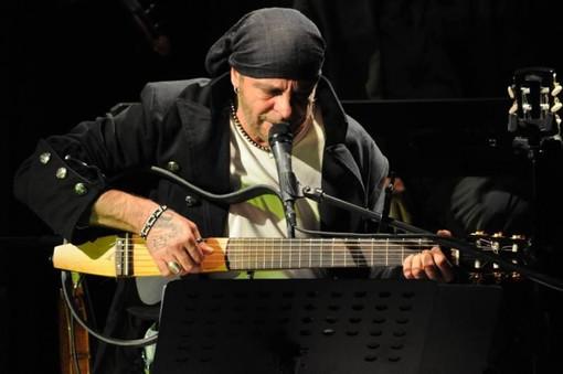 """Albenga """"aspetta la fionda"""" con la musica di Aldo Ascolese"""