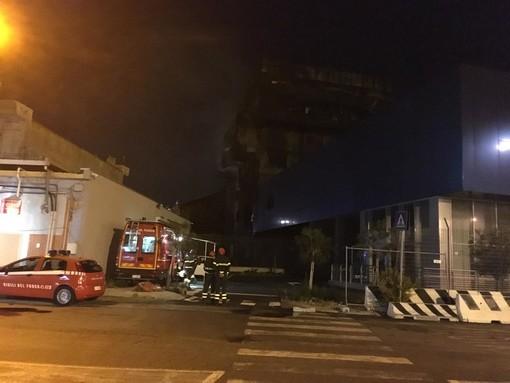A fuoco l'Autorità Portuale di Savona: indaga la Procura (FOTO e VIDEO)