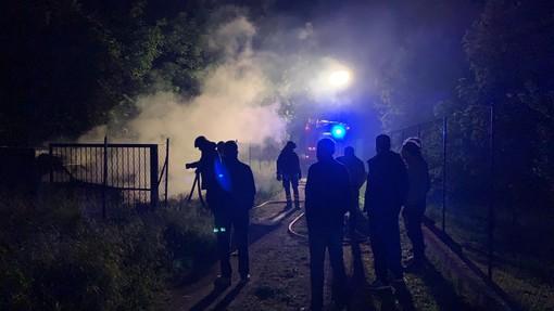 Allarme piromani a Cengio: tre auto incendiate nella zona di via Padre Garello (FOTO)