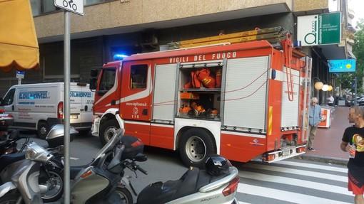 Albisola, una donna e tre bambini bloccati in ascensore: intervento dei vigili del fuoco (FOTO)