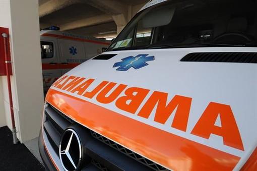 Pietra, auto perde il controllo sulla via Aurelia: violento impatto contro il guardrail