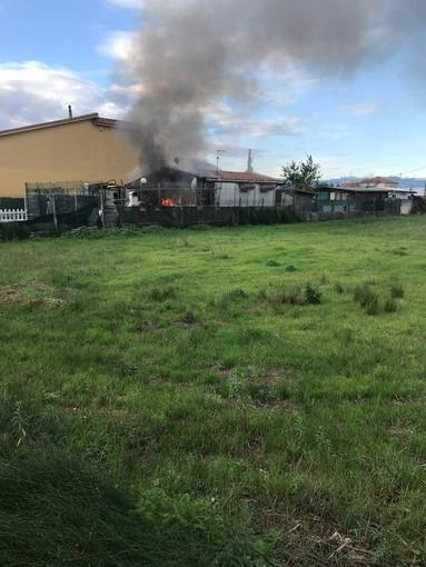 Albenga, incendio in viale Che Guevara: bungalow sotto sequestro