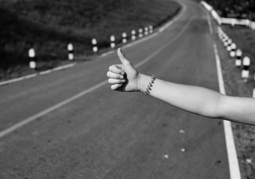 """Albenga, la """"sexy autostoppista"""" del nord Italia finisce in manette: per lei colpi dal Ticinese alla Liguria già dal 2014"""
