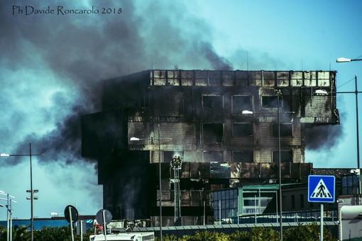 Paura a Savona: va a fuoco il palazzo dell'Autorità Portuale. Evacuati i lavoratori (FOTO e VIDEO)