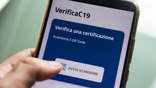Green pass, arriva 'VerificaC19', l'app per verificare la validità della carta verde