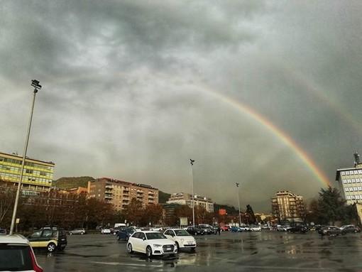 Arcobaleno 'urbano' a Savona: le foto di una nostra lettrice