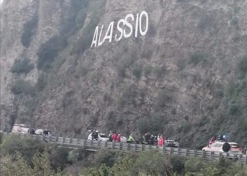Alassio, auto si cappotta sull'Aurelia: donna ferita in codice giallo