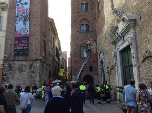 Albenga: le api invadono la torre del comune