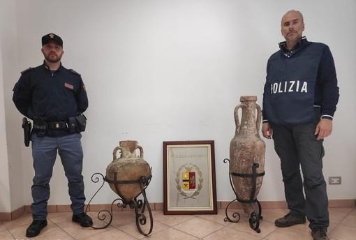 La Polizia di Stato recupera due anfore antiche di epoca romana