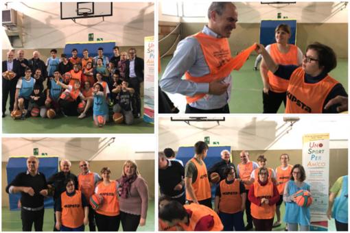 'Uno sport per amico': il sindaco di Albenga Cangiano in visita all'allenamento del basket integrato del progetto Miur (FOTO)