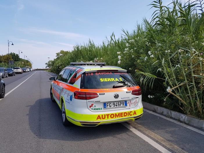 Laigueglia, scontro moto-auto in via Roma, 2 feriti