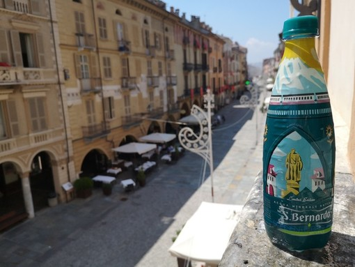 "Acqua San Bernardo celebra Cuneo in una ""limited edition"" per l'Illuminata (VIDEO)"