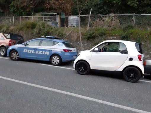Savona, auto abbandonata nella strada del Cadibona: ricerche della polizia