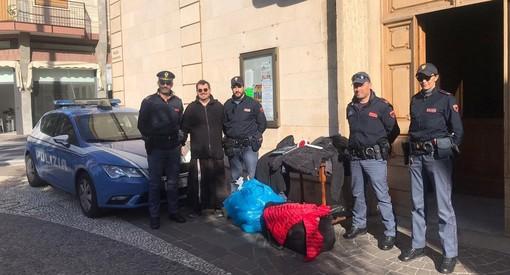 Alassio, abbigliamento falso sequestrato dalla Polizia di Stato e donato alla Parrocchia dei Frati Cappuccini (FOTO)