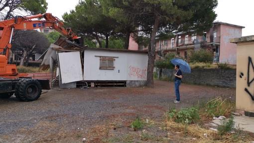 Andora: demolita la casetta/dependance dell'ex complesso Ariston