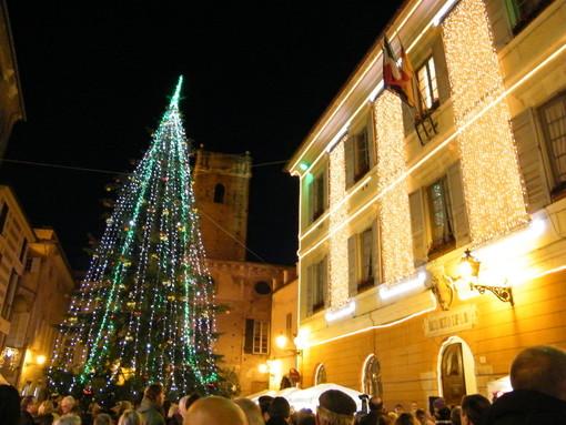 Albenga accende l'albero di Natale: domenica 8 dicembre in piazza San Michele