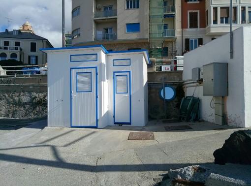 Savona, ripristinati i servizi igienici, le docce e gli spogliatoi della spiaggia dello scaletto alle Fornaci