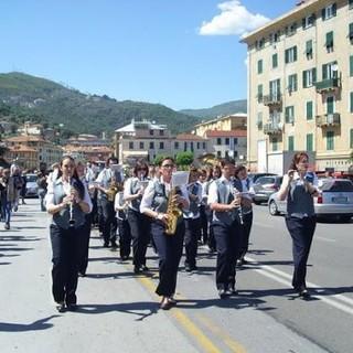 Varazze alle 18 partecipa al Flash Mob sonoro: sui balconi canti e musica sulle note dell'inno a Santa Caterina