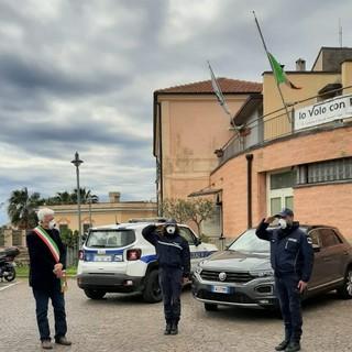 La bandiera a mezz'asta domina Borgio Verezzi: le parole del sindaco Dacquino