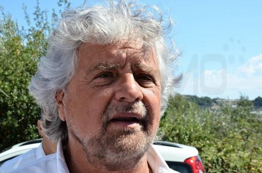 Grillo difende il figlio dall'accusa di stupro: scoppia la polemica