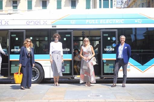 """Mobilità sostenibile e """"smart city"""": nel savonese arriva l'autobus elettrico per i collegamenti con le località balneari"""