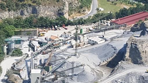 """Gli abitanti della Val Neva e Val Pennavaire: """"Esalazioni e fumi provenienti dall'impianto di bitume. Chiediamo risposte concrete"""""""