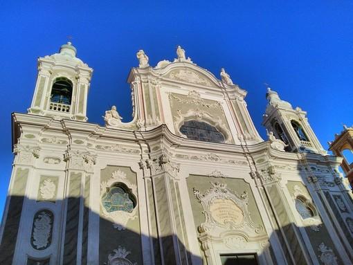 "Una grande ""catena umana"" per i morti di Genova davanti alla Basilica di Finalmarina"