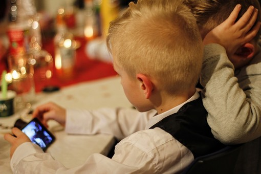 Mai lo smartphone sotto i 2 anni