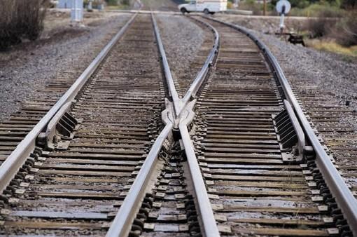 Traffico ferroviario bloccato: in Piemonte donna travolta da un treno diretto a Savona