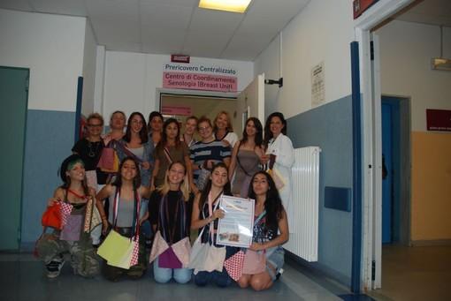 Savona, consegnate una decina di borse alle donne operate di tumore al seno