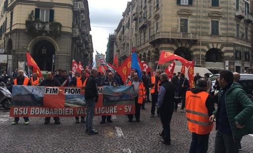 I lavoratori in sciopero insieme ai sindacati (immagine di repertorio)