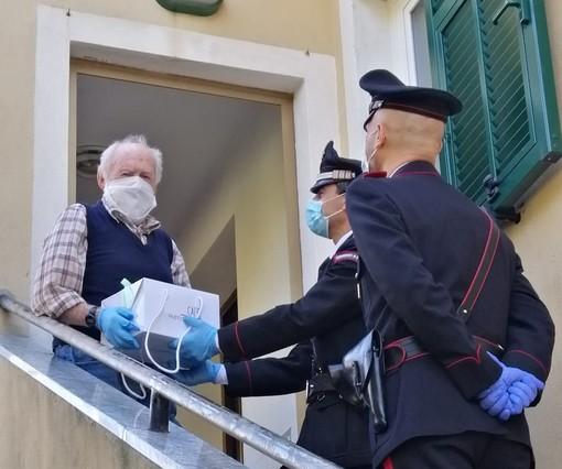Rialto, carabinieri campioni di solidarietà: fanno compagnia ad una coppia di anziani