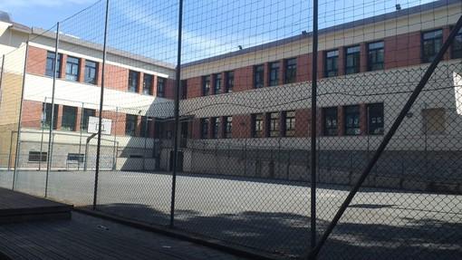 Riqualificazione scuola dell'infanzia e primaria a Celle, spazio a nuovi percorsi pavimentati, giochi e un laboratorio didattico