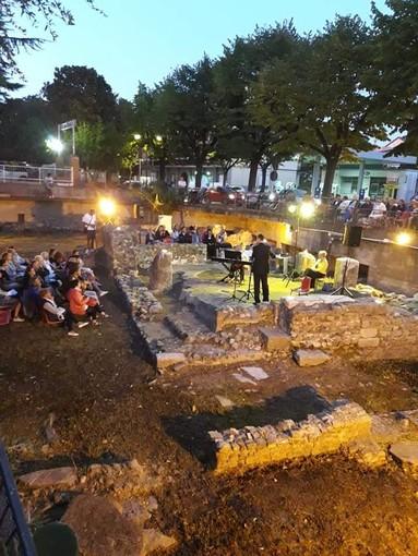 """Successo per il """"Concerto al tramonto"""" nel sito archeologico San Vittore ad Albenga"""